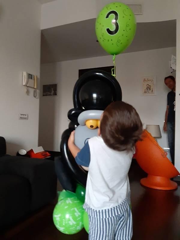 gorilla realizzato con palloncini