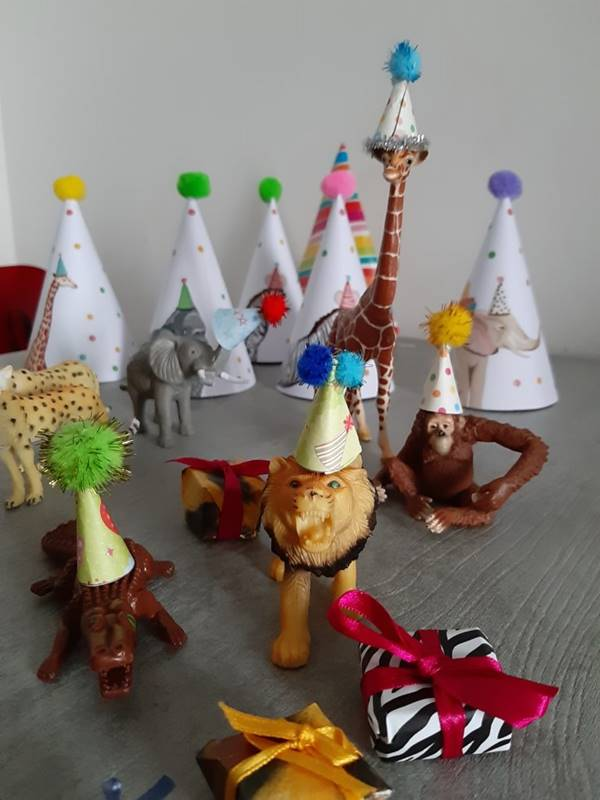 animali della giungla con cappellini party