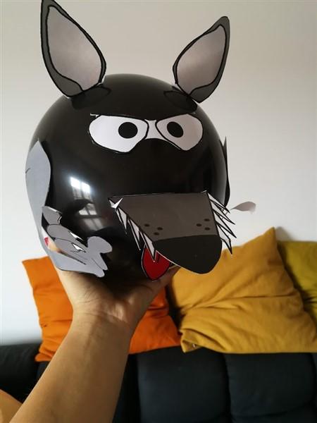 palloncino nero trasformato in lupo