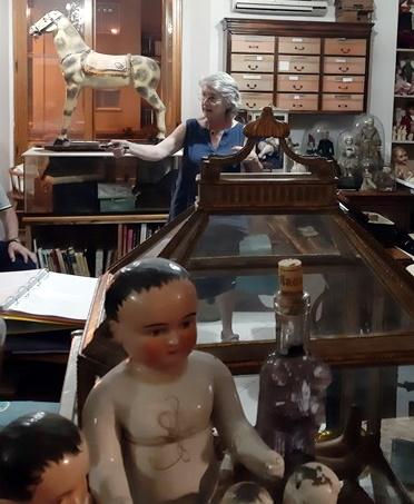 Anotenella Fontana, collezionista di bambole