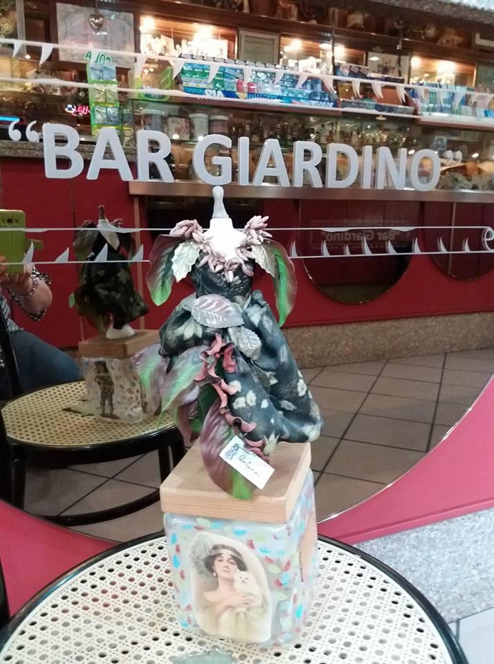 Le miniature sartoriali al bar Giardino, via Campania 20, Cagliari