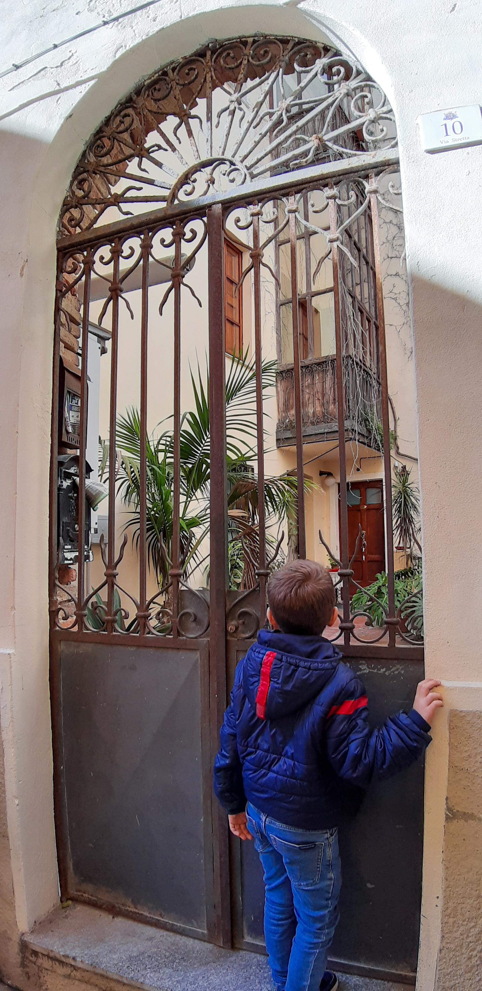 Passeggiata in castello via stretta Cagliari
