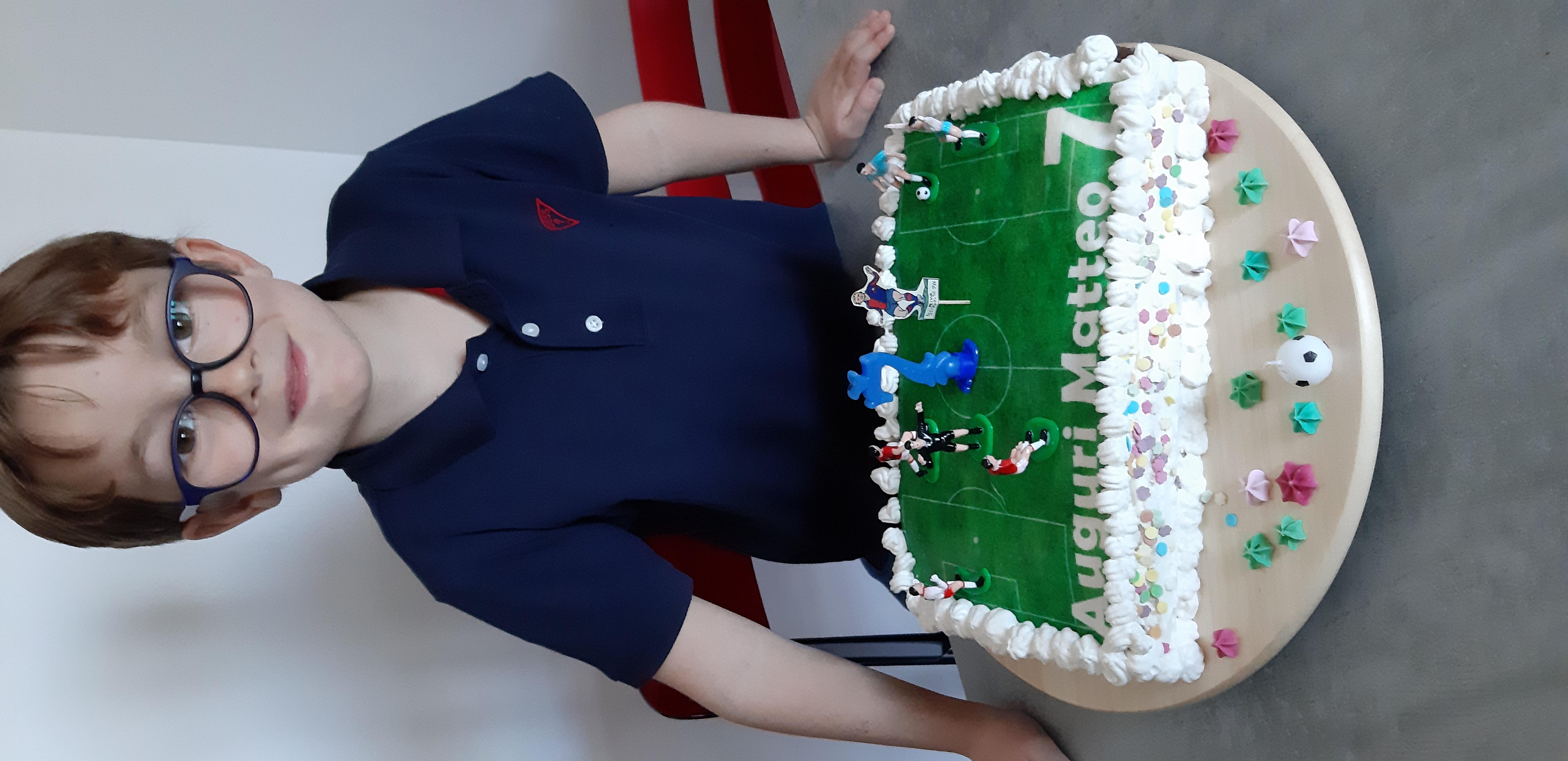 torta di compleanno fatta in casa a tema torta